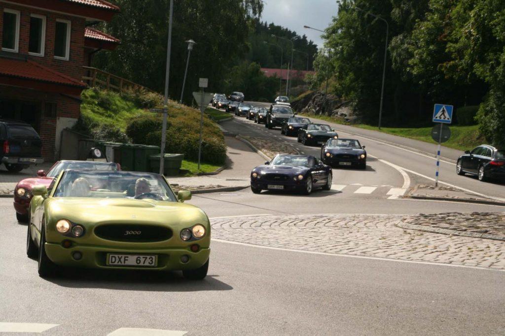 Bilkortege med Indigo bilar